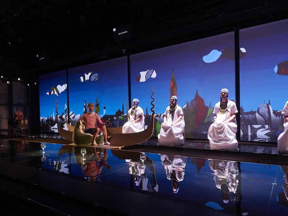 """Сцена из спектакля """"Сверлийцы"""". Фото – Андрей Безукладников"""