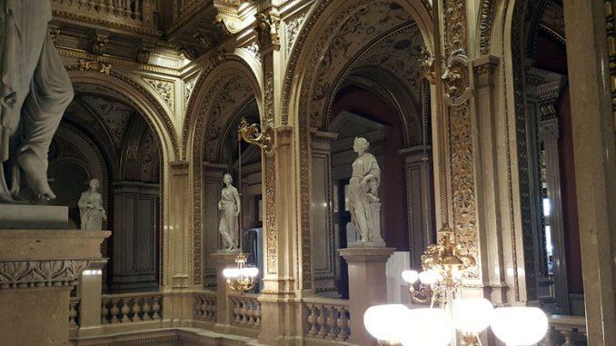 Фойе Венской оперы. Фото автора