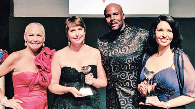 На снимке: награжденные престижной премией. Вторая слева – Мила Самохина