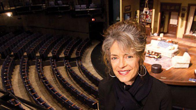 Марта Лейви в зале Steppenwolf Theatre. Фото – Джоэль Мурман