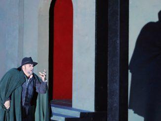 "Сцена из оперы ""Риголетто"" (Опера Сан-Франциско). Фото – Кори Вейвер"