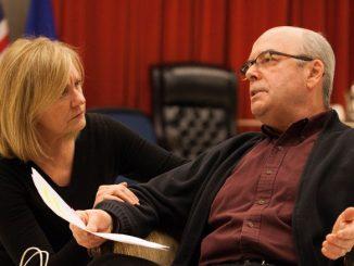 """Мэри Бет Фишер и Уильям Дик на репетициии спектакля """"Свидание вслепую"""". Фото - Коди Несет"""