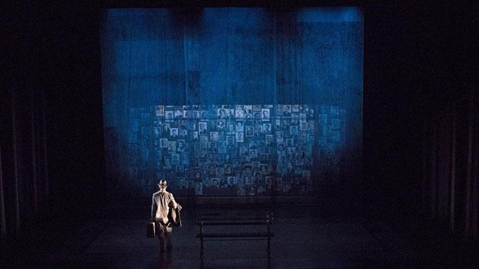 """Сцена из оперы """"Попутчики"""". Фото – Филип Грошонг"""