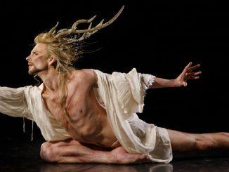 """Эдвард Траж в спектакле """"Пигмалион"""" Opera Atelier. Фото - Брюс Зингер"""