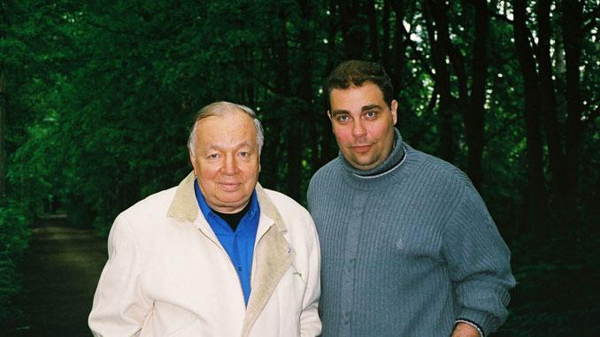 С Андреем Вознесенским (Переделкино, весна 2001 года)