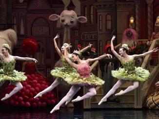 """Сцена из балета """"Взбитые сливки"""" АБТ. Фото – Джин Скиавоне"""