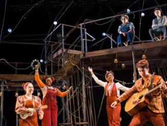 """Сцена из спектакля """"Изумительный мистер Лис"""". Фото - Emerald City Theatre"""
