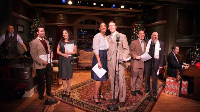 """Сцена из спектакля """"Эта чудесная жизнь: прямой эфир из Чикаго"""". Фото – Джонни Найт"""