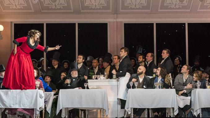 """Сцена из спектакля """"Богема"""" Лирик-оперы Чикаго. Фото – Тодд Розенберг"""