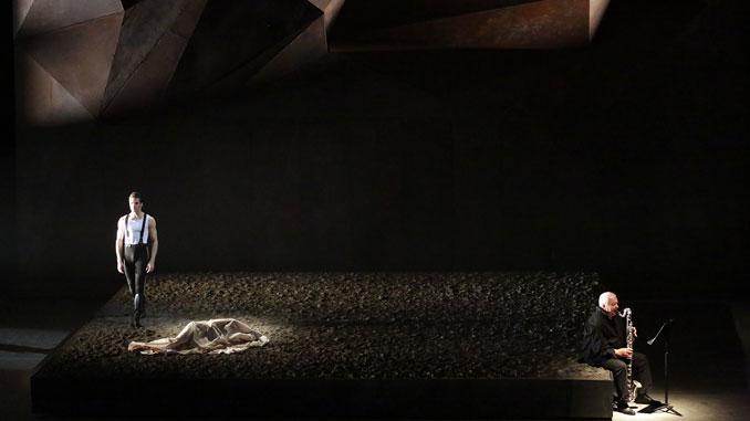 """Сцена из спектакля """"Герой нашего времени"""". Фото - Дамира Юсупова"""