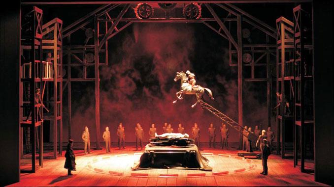 """Модель сцены из оперы """"Гибель богов"""". Фото - Лирик-опера"""