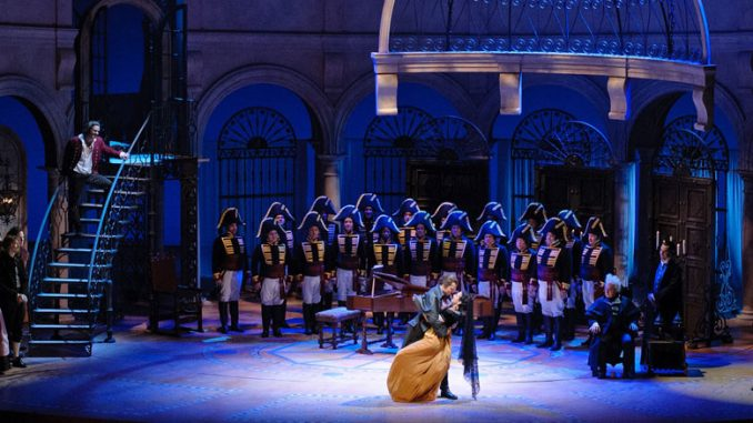 """Сцена из оперы """"Севильский цирюльник"""" (Лирик-опера Чикаго). Фото - Роберт Кузел"""