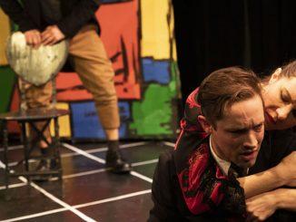"""Сцена из спектакля """"Танго"""". Фото - Крис Попио"""