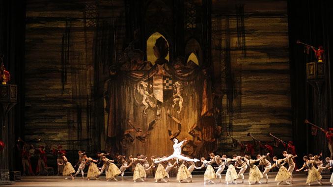 "Сцена из балета ""Лебединое озеро"". Фото - Дамир Юсупов"