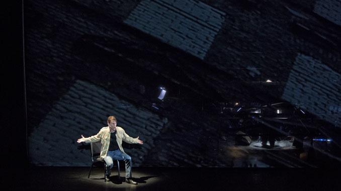 "Натан Ганн в спектакле ""Песни солдата"". Фото - Ада Нивендик"