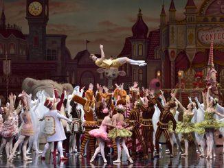 """Сцена из балета """"Взбитые сливки"""". Фото - Джин Скиавоне"""