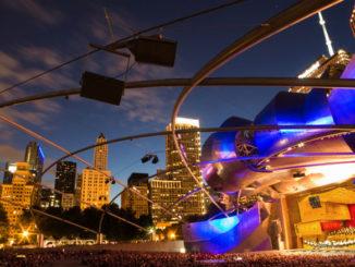 Millennium Park's Jay Pritzker Pavilion. Фото - Кристофер Неземан