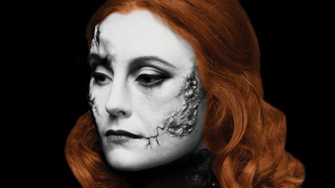 """Корделия Дьюдни - Мэри Шелли в спектакле """"Франкенштейн..."""". Фото - Шон Уильямс"""