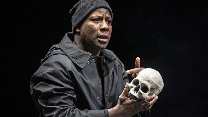 """Сцена из спектакля """"Гамлет"""". Фото - Лиз Лоурен"""