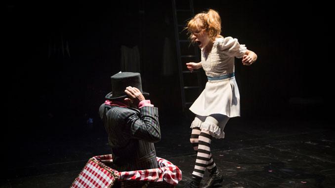 """Сцена из спектакля """"Алиса"""". Фото - Лиз Лоурен"""
