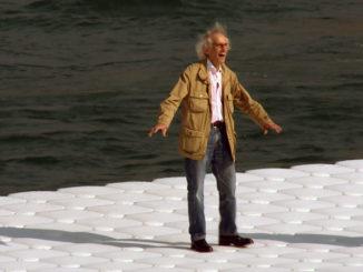 """Кадр из фильма """"Прогулка по воде"""""""