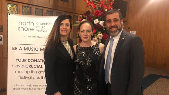 Генеральный консул Израиля Авив Эзра с женой Эйнат и Анжела Иоффе