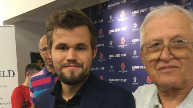 Чемпион мира по шахматам Мангус Карлсен и Леонид Бондарь