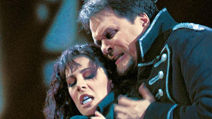 """Сондра Радвановски - Амелия в спектакле """"Бал-маскарад"""", Лирик-опера, 2010 год. Фото - Дэн Рест"""