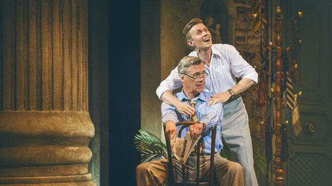 "Алекс Дженнингс и Роб Хачен. Сцена из мюзикла ""Свет на площади"". Фото - Dewynters London"