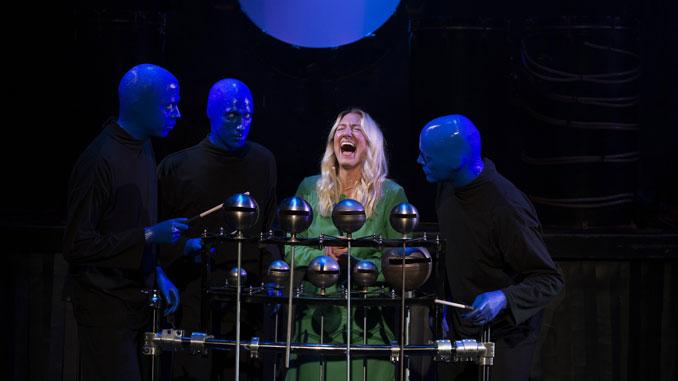 Сцена из шоу Blue Man Group. Фото - Эрик Кляйн
