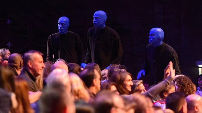 Сцена из шоу Blue Man Group. Фото - Дэниэль Божарски