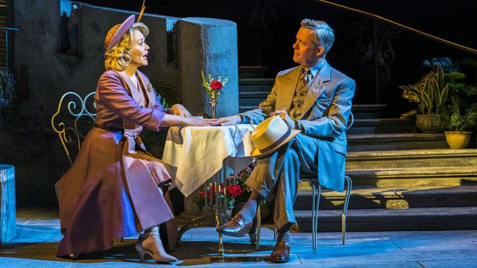 "Рене Флеминг и Алекс Дженнингс. Сцена из мюзикла ""Свет на площади"". Фото - Dewynters London"