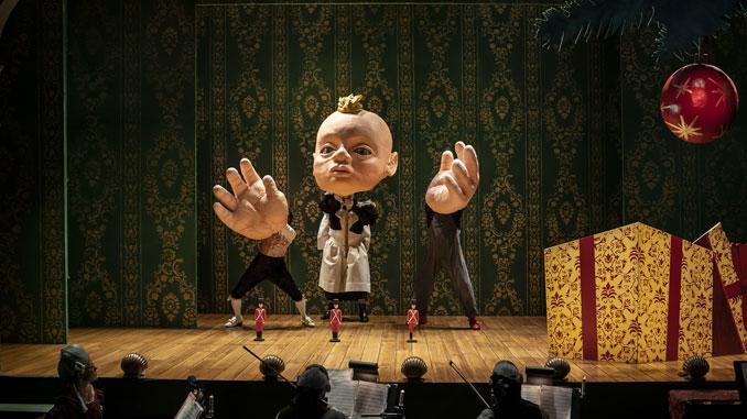 """Сцена из спектакля """"Стойкий оловянный солдатик..."""". Фото - Лиз Лоурен"""