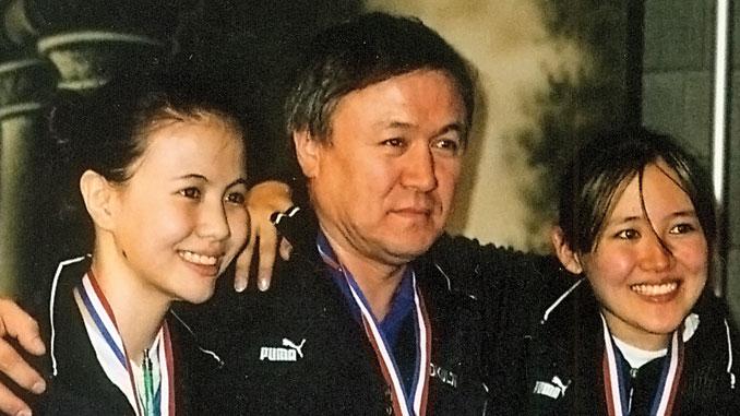 Чемпионат США по фехтованию 2006 года. Аида и Зоя Абдикуловы завоевали золото.