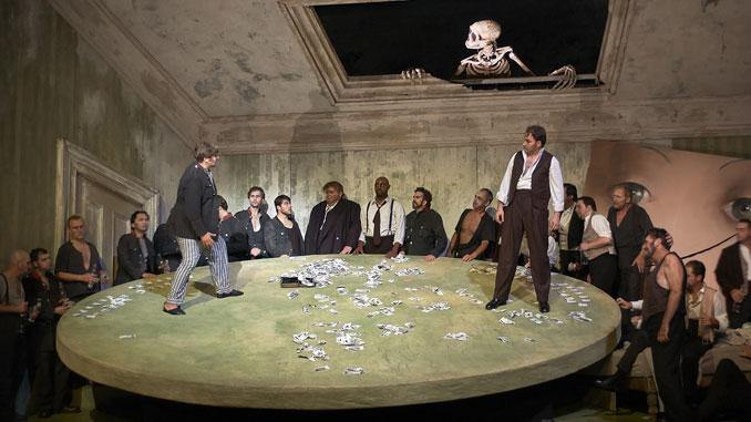 """Сцена из спектакля """"Пиковая дама"""" (Канадская оперная компания). Фото - Майкл Купер"""