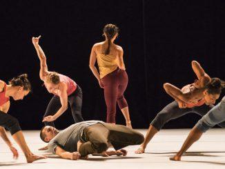 "Фрагмент спектакля ""DECADANCE/CHICAGO"". Фото - Hubbard Street Dance Chicago"