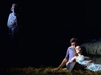 """Сцена из спектакля """"Lovesong"""" театра Lyric Hammersmith (Лондон). Фото - https://www.digitaltheatre.com/"""