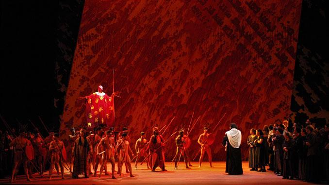 """Сцена из спектакля """"Самсон и Далила"""" (Метрополитен-опера). Фото - Марти Сол"""