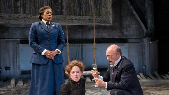 """Сцена из спектакля """"Три сестры"""" (Steppenwolf Theatre, 2012-13). Фото - Майкл Бросилоу"""