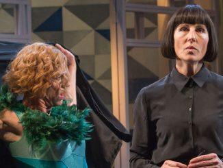 """Сцена из спектакля """"Двенадцатая ночь"""" (Лондонский Национальный театр, 2011 год). Фото - Марк Бреннер"""