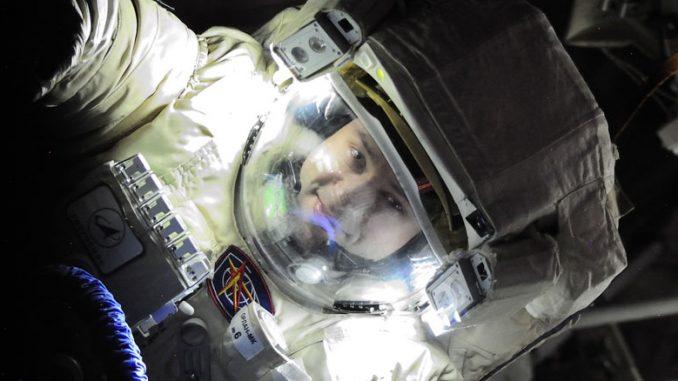 А. Мисуркин в открытом космосе