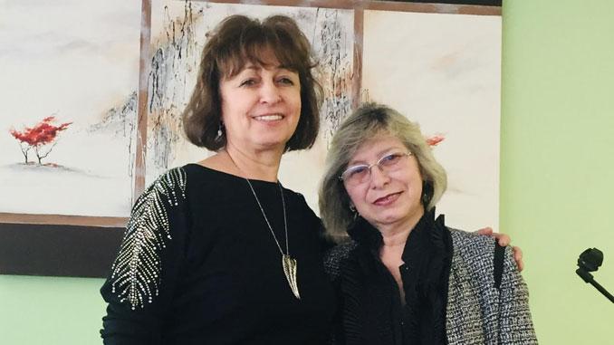 Диана Кофман (слева) и Лючия Сатинская, музыкальные директора центра Forever Young Вилинга и Линкольнвуда. Фото: Марк Островский