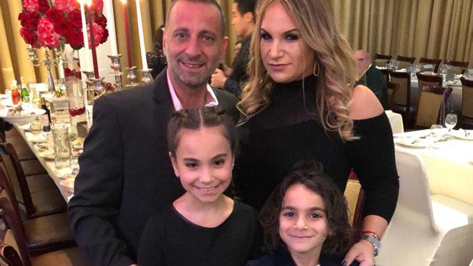 Татьяна Тсыкис, Генеральный менеджер Forever Young Вилинга, муж Янис и дети Анжелина и Михаил