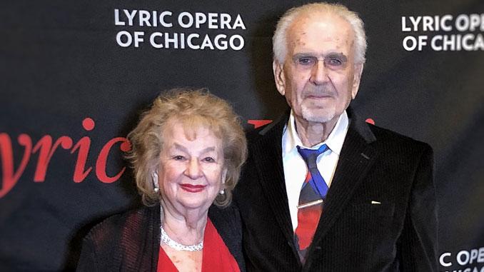 Зина Коган и Виктор Аврутин, члены центраForever Young в Линкольнвуде посещают Лирическую оперу Чикаго. Фото: Коган/Аврутин