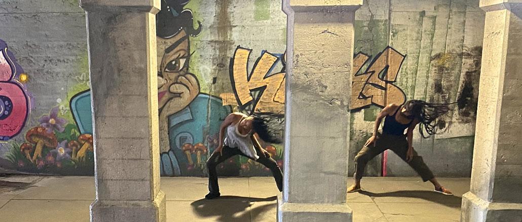 Алисия Джонсон и Рина Батлер в новом балете. Фото - Джонатан Олсбери