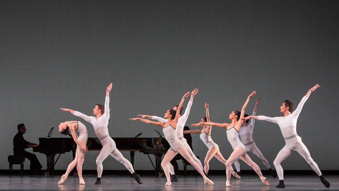 "Сцена из балета ""In Creases"". Фото - Шерил Манн"