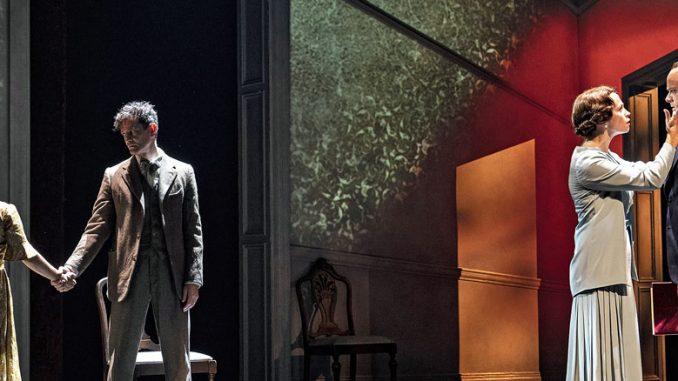 "Сцена из спектакля ""The King's Speech"" (Chicago Shakespeare Theater). Фото - Лиз Лоурен"