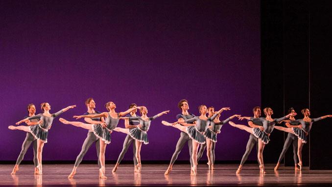 "Сцена из балета ""Year of the Rabbit"". Фото - Шерил Манн"