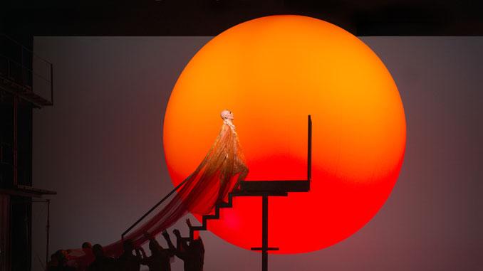 "Сцена из спектакля ""Эхнатон"". Фото - Ричард Хуберт Смит"