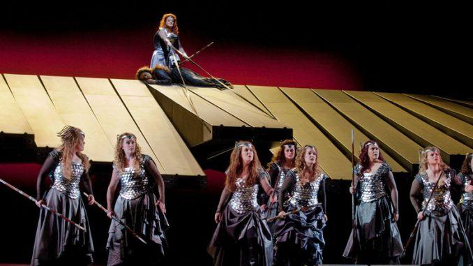 """Сцена из спектакля """"Валькирия"""". Фото - Кен Ховард"""